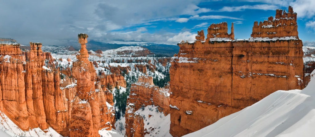 Bryce Canyon hoodoos covered in snow